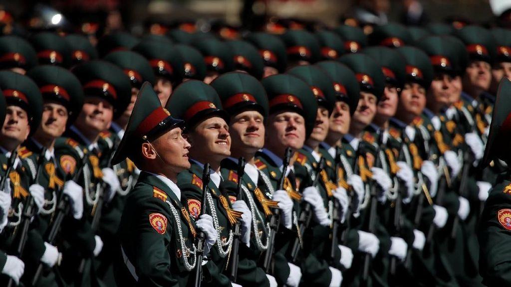 Foto: Militer Rusia di Parade Peringatan Kalahnya Nazi Jerman