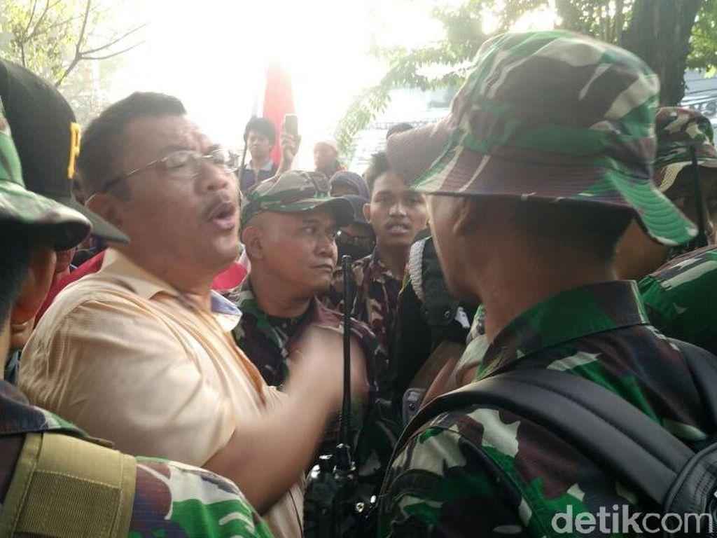 Warga Lempar Batu, Aparat TNI Mulai Bongkar Rumah di Tanah Kusir