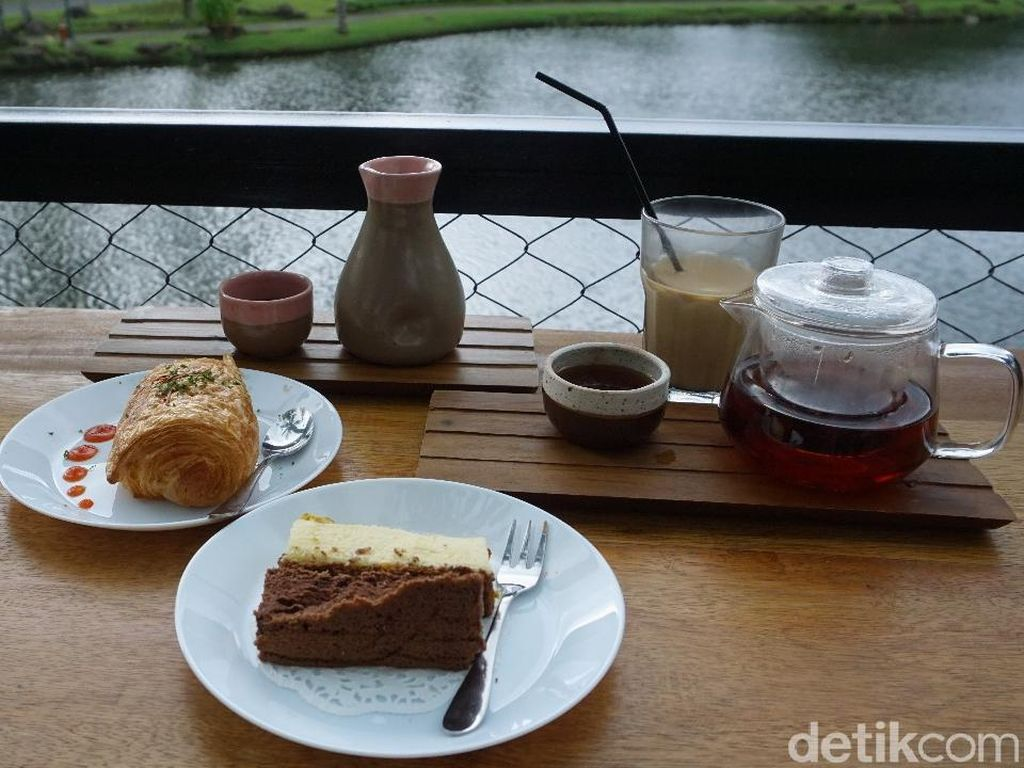 Anthology Coffee : Santai Sore Ditemani Kopi Sunda Arumanis dan Banana Loaf di Pinggir Danau