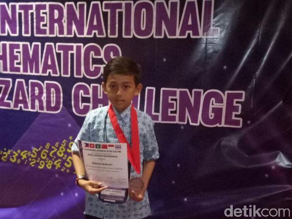 Pelajar MI Ini Berprestasi di Kompetisi Matematika Internasional