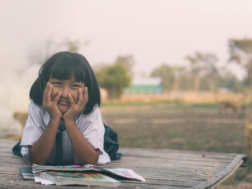 Cerita Guru Mengajar di Tengah Pandemi: Hujan-hujanan Keliling Rumah Siswa