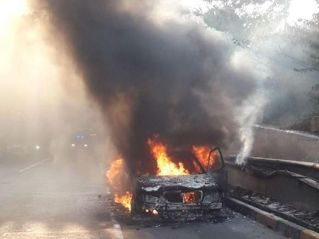 Gara-gara Ponsel Terbakar, Mobil Ikut Hangus