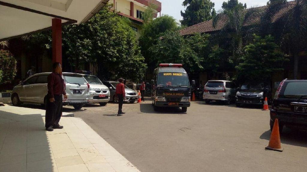 Momen 6 Kantong Jenazah dari Mako Brimob Diturunkan di RS Polri