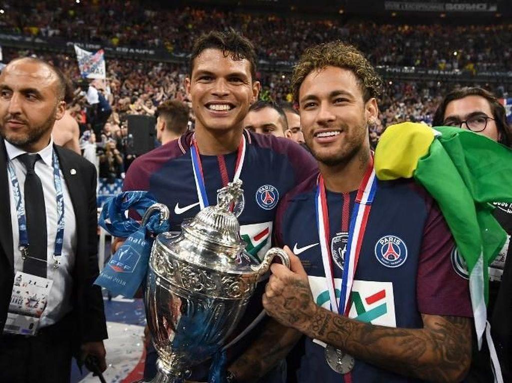 Neymar Kembali, Langsung Angkat Trofi di PSG