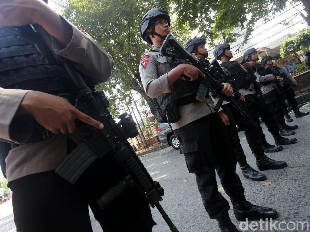 Polisi Bersenjata Lengkap Perketat Penjagaan di Mako Brimob