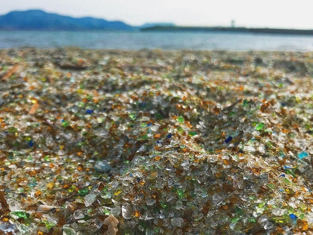 Foto: Pantai Berpasir Kaca di Negeri Sakura