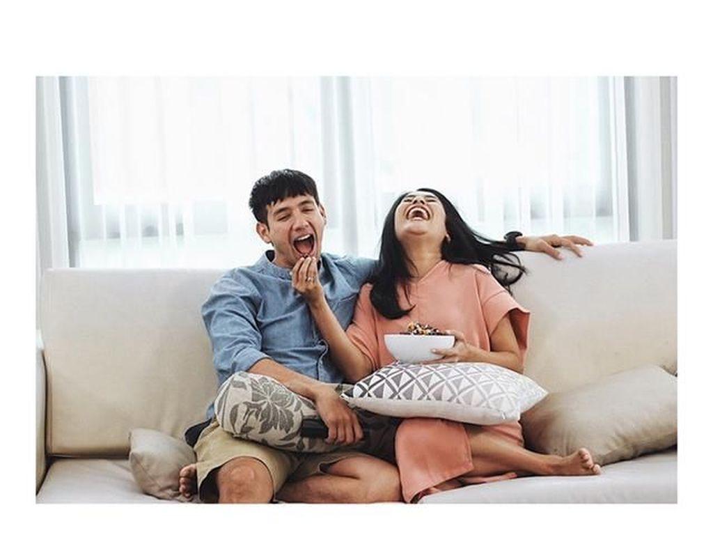 Tarra & Gya Bagi Momen Manis Bareng GrabFood Sambil Ditantang Mukbang