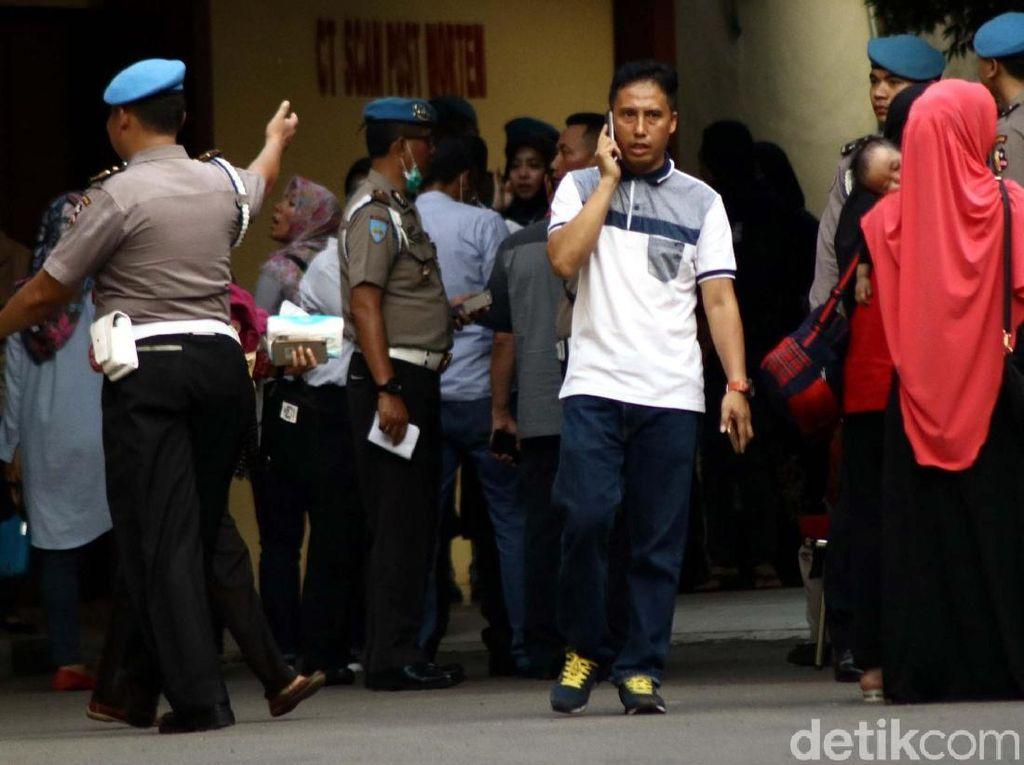 Keluarga Korban Rusuh Mako Brimob Berdatangan ke RS Polri