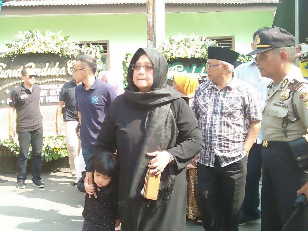 Menteri Siti Melayat Aipda Denny Korban Rusuh di Mako Brimob