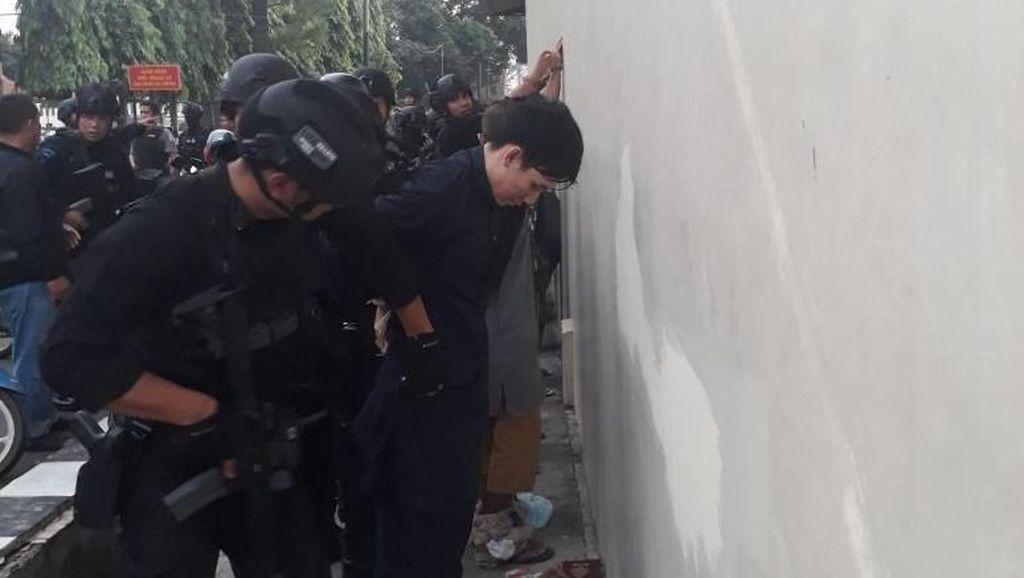 Potret Teroris Dibekuk di Akhir Penyanderaan Mako Brimob