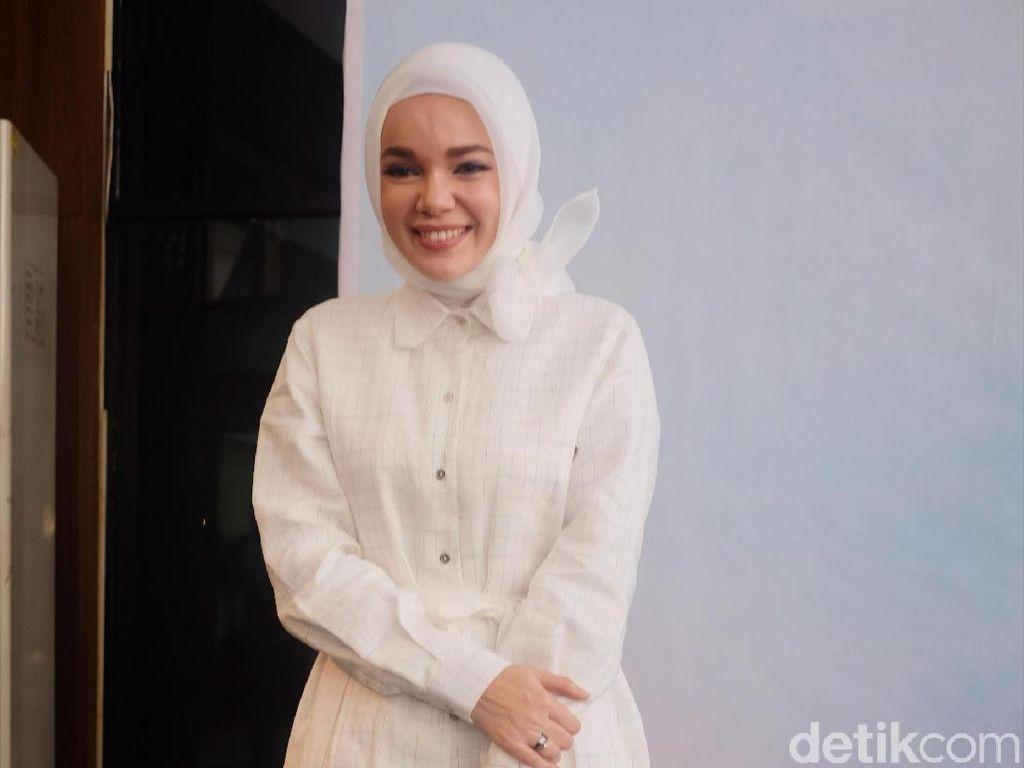Dewi Sandra Cs Ajak 300 Anak Yatim Keliling Museum TMII