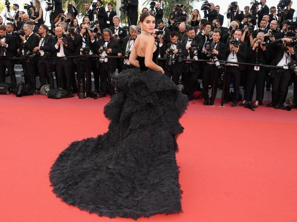 Fantastis! Gaya Blogger Cantik Pakai Gaun Miliaran, Seharga Rumah Mewah