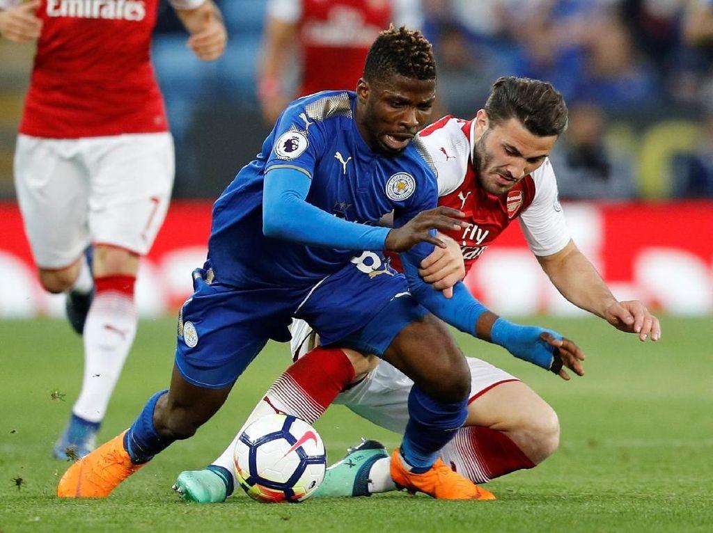 Leicester Ungguli 10 Pemain Arsenal di Babak Pertama