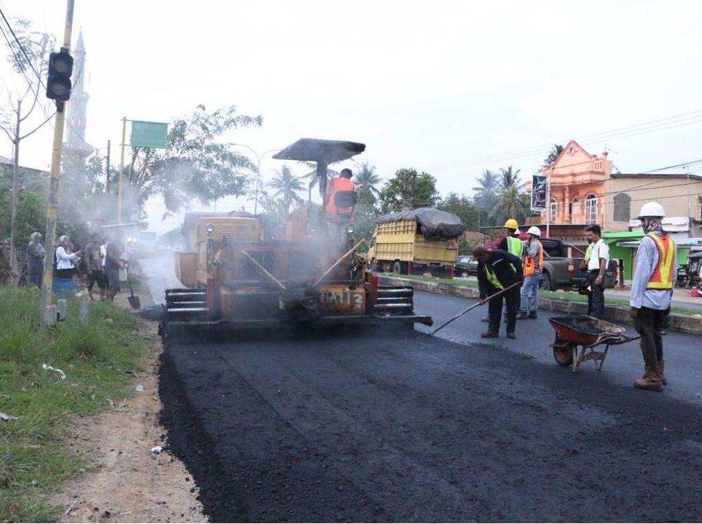 709 Km Jalan yang Dibangun Tahun Ini Pakai Aspal Buton