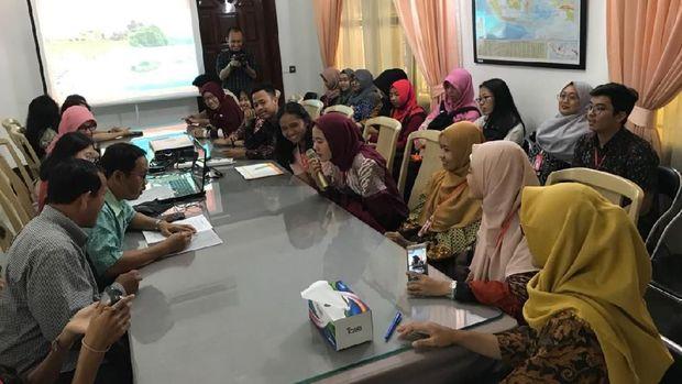 34 Mahasiswa Indonesia bertemu Dubes RI untuk Kamboja, Sudirman Haseng (dok. KBRI Phnom Penh)