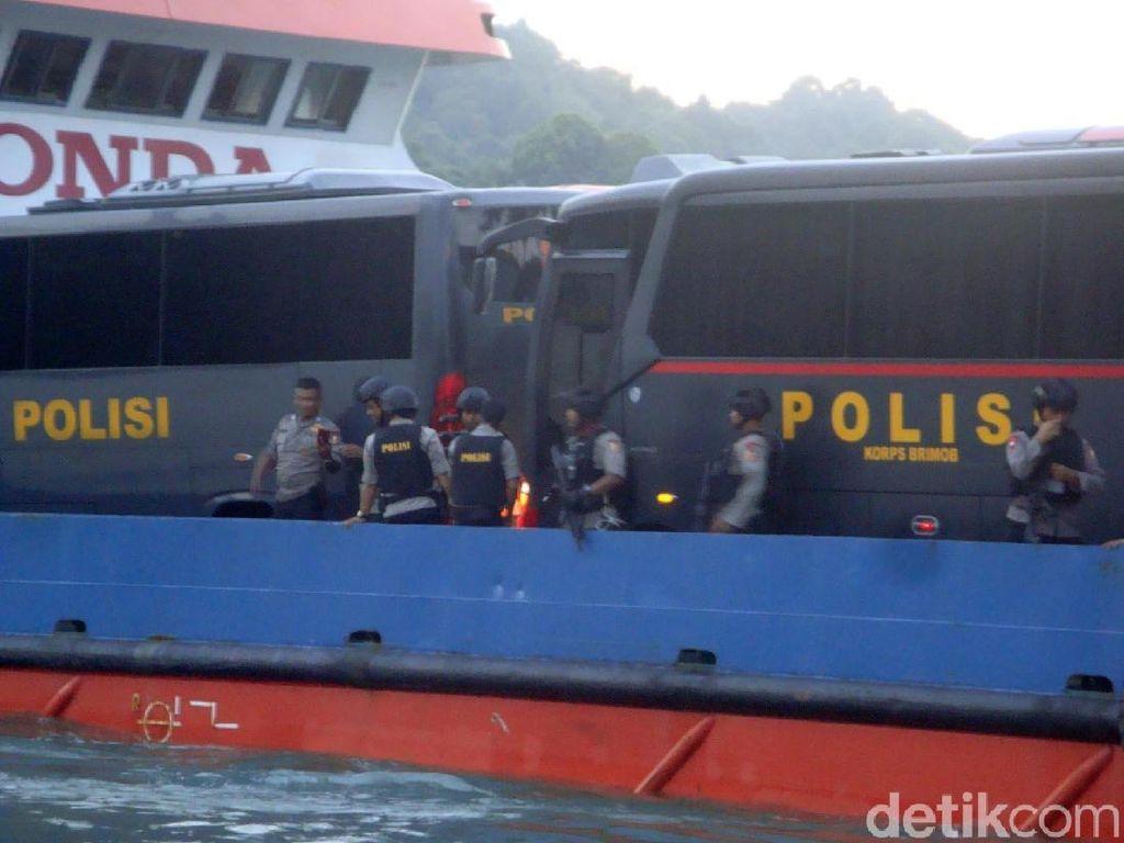 8 Bus Pengangkut Tahanan Terorisme Masuk Nusakambangan