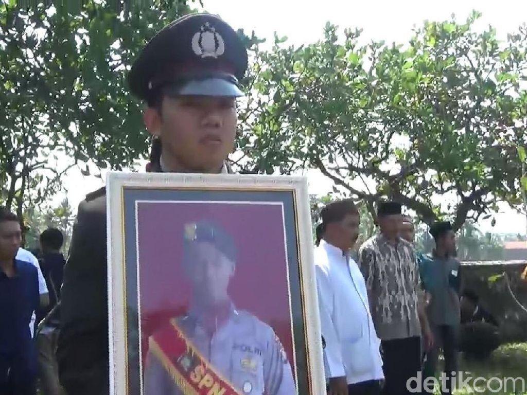 Wakapolda Jateng Pimpin Pemakaman Briptu Syukron di Kebumen