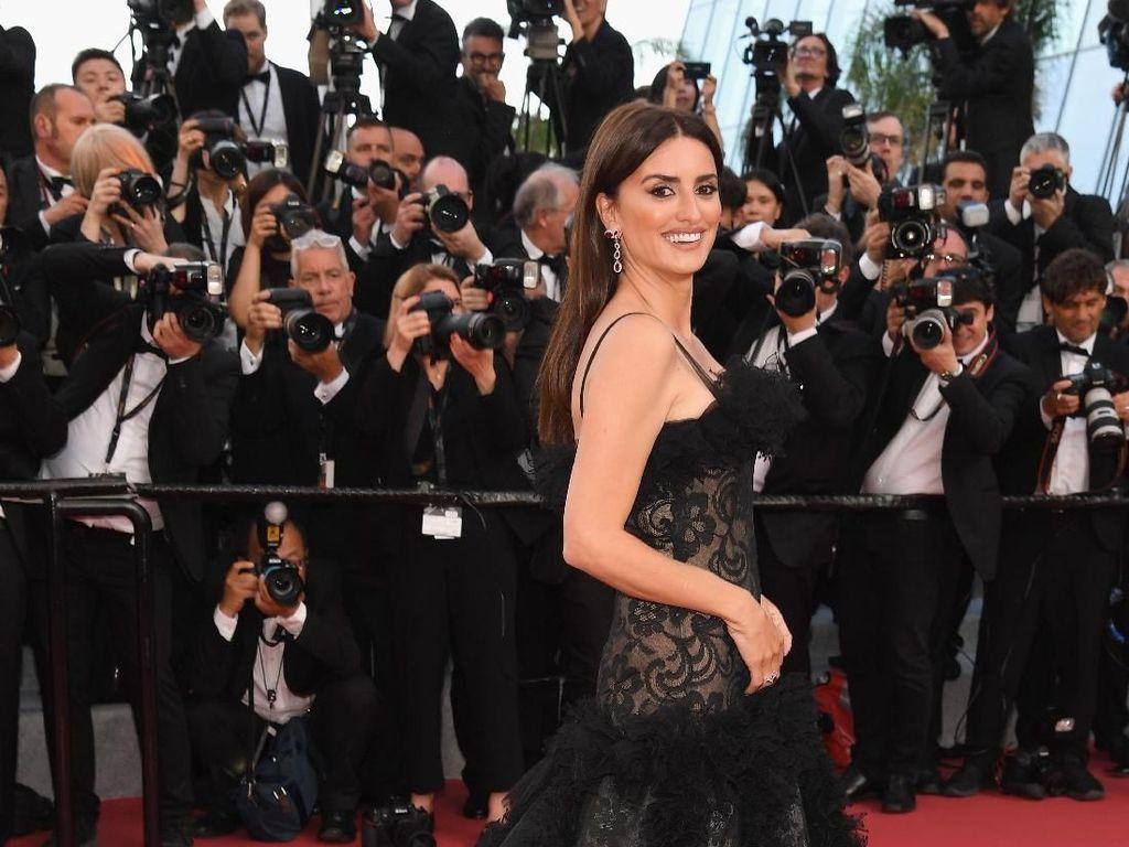 10 Gaya Artis di Festival Film Cannes: Seksi Hingga Mewah Berharga Rp 14 M