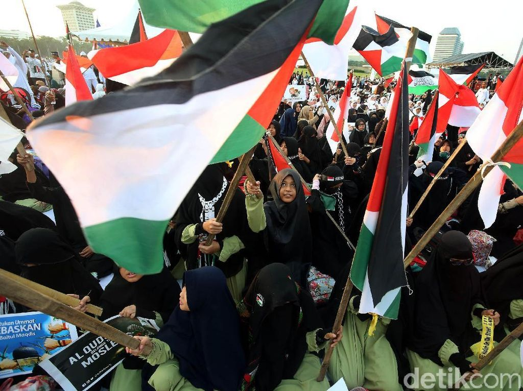 Usai Salat Jumat, Massa 115 Bela Palestina Datangi Kedubes AS
