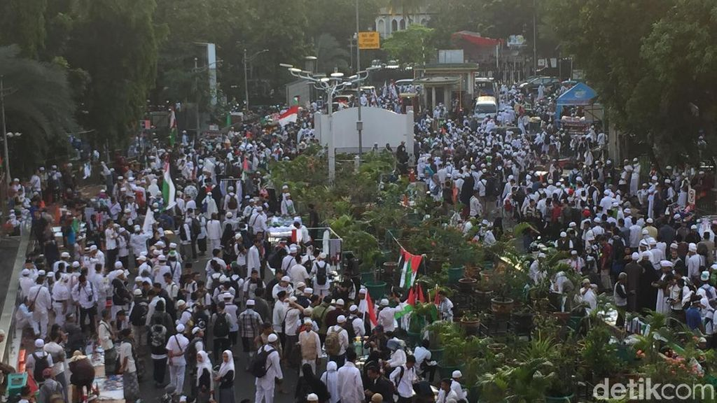 Foto: Massa Aksi Bela Palestina Long March ke Monas