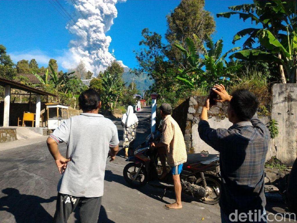 Tips Berkendara di Sekitar Gunung Merapi yang Sedang Erupsi