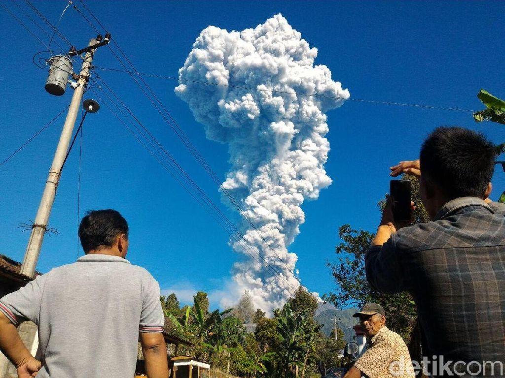 Letusan Gunung Merapi Tak Ganggu Perjalanan Kereta
