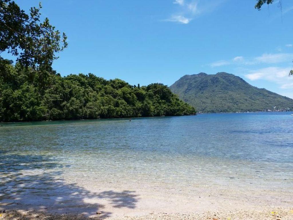 Pantai Sulamadaha yang Sebening Kaca