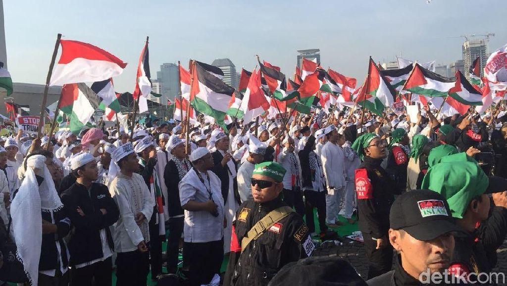 Potret Massa Aksi Bela Palestina Putihkan Monas