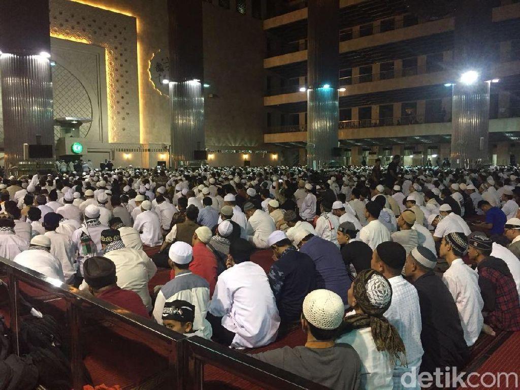 Subuh Berjemaah, Massa Aksi Bela Palestina Padati Masjid Istiqlal