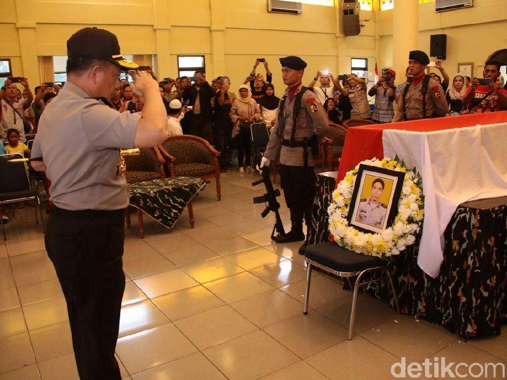 Penghormatan Terakhir Kapolri ke Bripka Frence di Mako Brimob