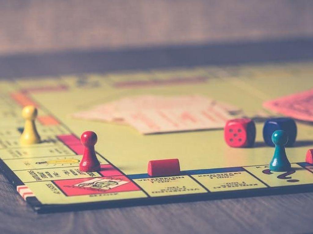 Main Monopoli Raksasa di Monopoly Summer Camp