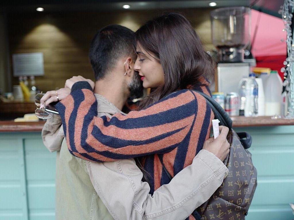 Anand Ahuja Pamer Foto Mesra dengan Sonam Kapoor Pasca Menikah
