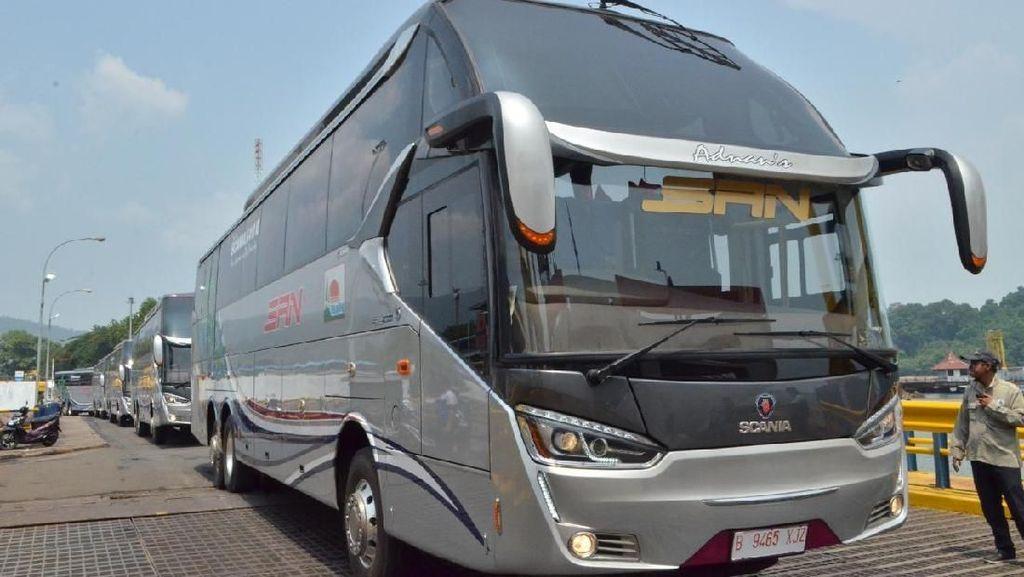 Bus Premium untuk Kelas Ekonomi Rute Riau-Blitar