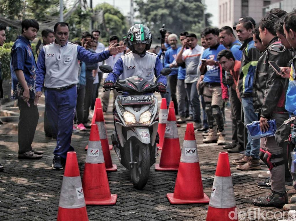 Pelatihan Berkendara Motor Dengan Aman