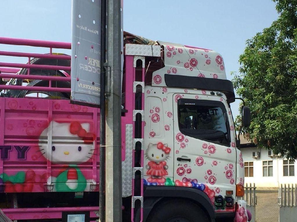 Truk Unyu Bertema Hello Kitty