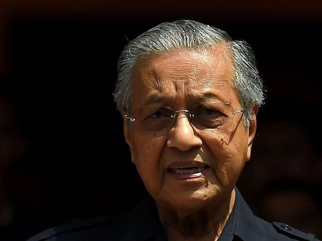 Tangis Mahathir Mohamad Saat Proton Dijual Najib Razak