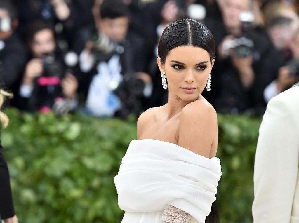 Kendall Jenner Dituding Kabur Setelah Anjingnya Gigit Anak Kecil