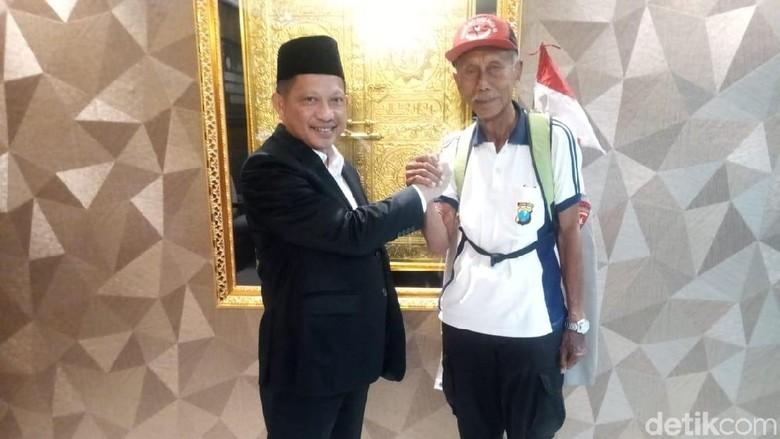 Purnawirawan Polri Ini Jalan Kaki dari Surabaya Temui Kapolri