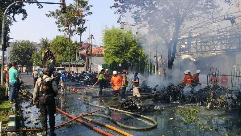korban-tewas-bom-gereja-surabaya-bertambah-jadi-9-orang-korban-luka-40