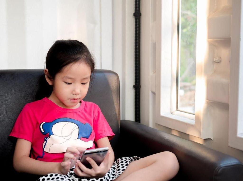 Main Gadget Sejak Umur 1 Tahun, Mata Seorang Anak Sampai Minus 9