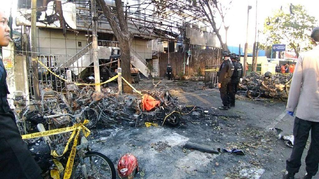Foto: Gereja GPPS Surabaya Hancur Diserang Bom