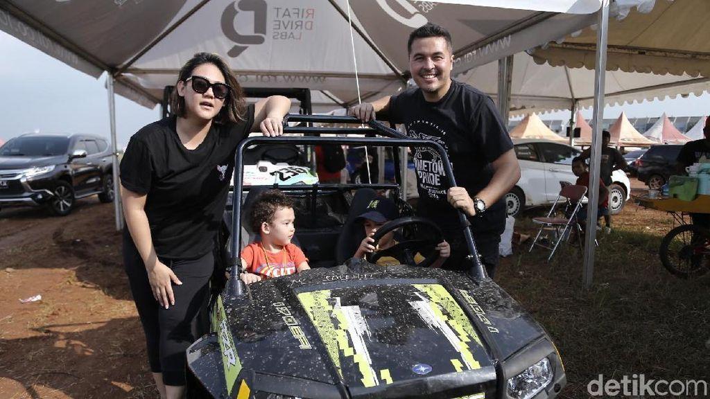 Sissy dan Rifat Sungkar Turunkan Hobi Otomotif ke Anak