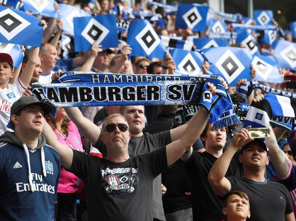 Foto: Ricuh Saat Hamburg Akhiri Masa 55 Musim di Bundesliga