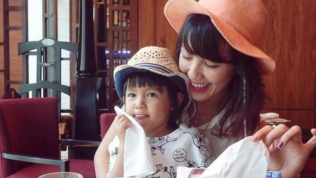 Quality Time Bareng Anak, Sharena Ikutan Coba Permainan Ryshaka