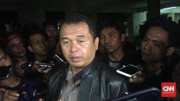 Kabid Humas Polda Jatim Kombes Frans Barung Mangera membantah ada pemerasan oleh penyidik di kasus Tokopedia.
