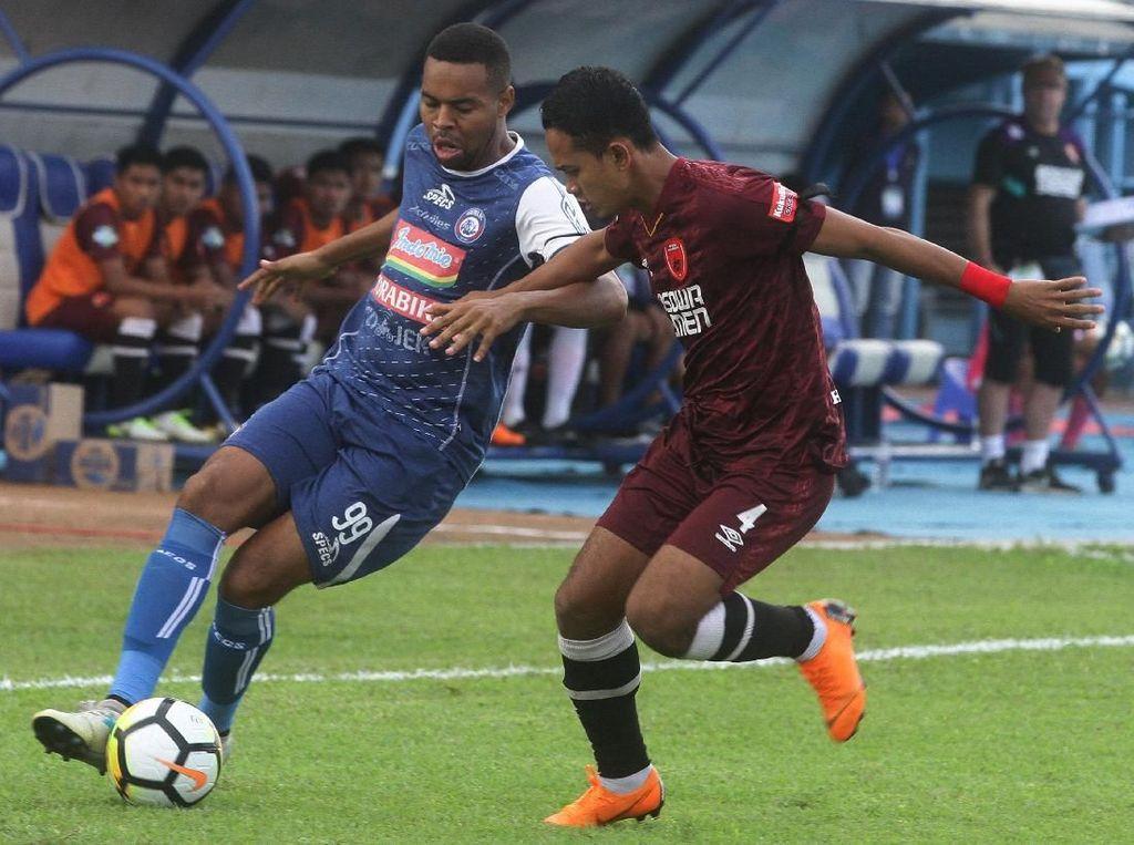 Arema FC vs PSM Berimbang 1-1