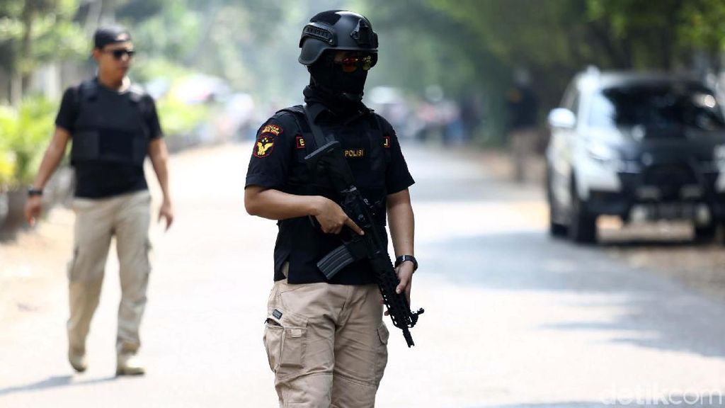 Ada Isu Teror Bom, Polisi Jaga Gereja Santa Anna
