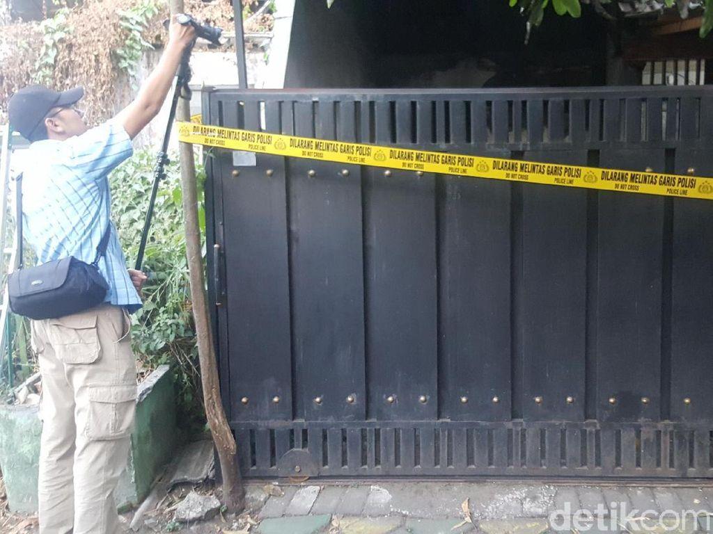 Sosok Penjual Kerupuk dan Telur Asin yang Rumahnya Digeledah Polisi