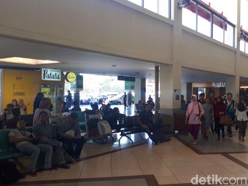 Foto: Pasca Bom, Situasi Terkini Bandara Juanda Tetap Normal