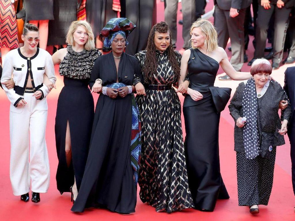 Seperti Ini Jadinya Kalau Aktris Dunia Ikut Demonstrasi, Pakai Gaun Cantik